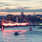 Görögtüzek borították be a Szabadság hidat