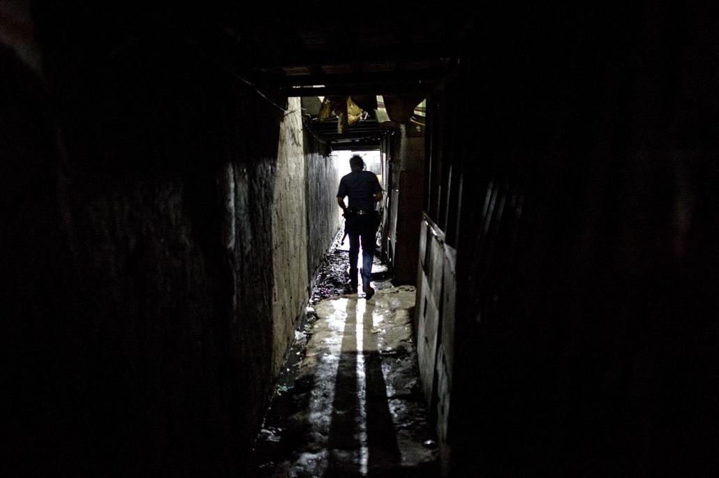 afp.16.11.18. Rendőri razzia a Fülöp-szigeteken, Manilában. drogháború.