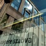 Halálba szekálná a kormány a megsebzett külföldi bankokat