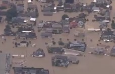 Földcsuszamlások, árvízek pusztítanak Japánban