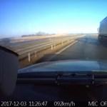 Videó: 90 km/h-val tapadt az előtte levő kamionra egy kerékpáros az autópályán
