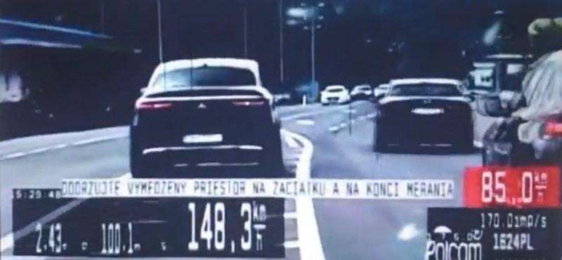 Ausztriáig üldöztek egy ámokfutót a pozsonyi rendőrök – videó
