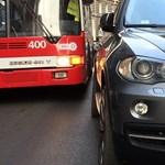 Megint egy tuskó autós miatt tereltek trolit, buszokat