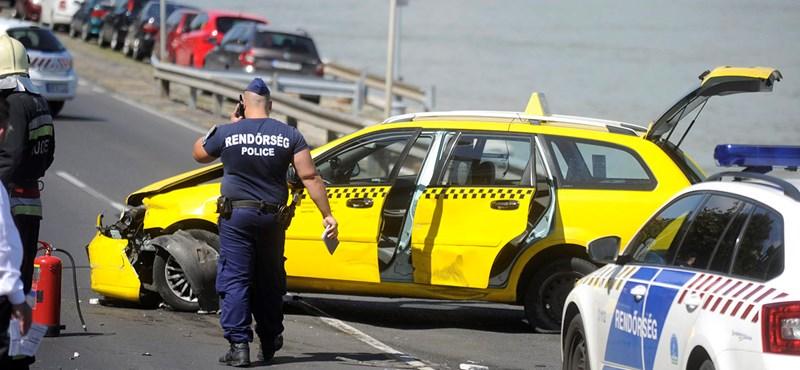 Őrült tempóban menekült a taxis a rendőrök elől öt kilométeren keresztül