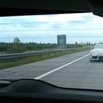 Nocsak, az M0-son futottunk bele az álcafóliás új Toyota Suprába – videó