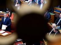 Ellehetetlenítené a nemváltás lehetőségét a kormány