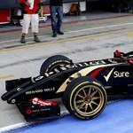 Így fest a Forma-1-es autó a 18 colos Pirellikkel - fotók