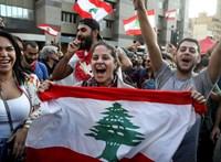 Ismét összecsaptak a tüntetők a rohamrendőrökkel Bejrútban