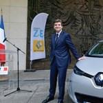 Miniszter kapta az első elektromos Renault Zoe kisautót