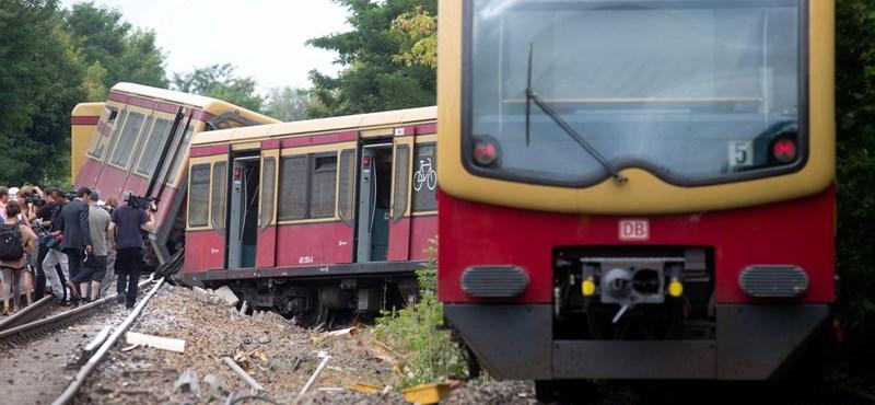 Súlyos vonatbaleset Berlinben, kisiklott az S-Bahn – fotók