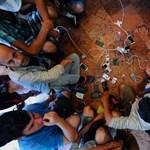 Megszavazta a magyar parlament a menekültek szűrővizsgálatát