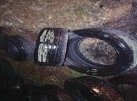 150 darab autóabroncsot dobált ki az erdő szélén egy férfi