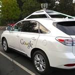 Durva balesetet szenvedett a Google önvezető autója
