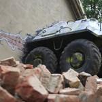 Szállodai szoba egy tank belsejében - videó