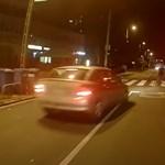 Piros, zebra, gyalogos, záróvonal ? ennek az autósnak mindegy volt