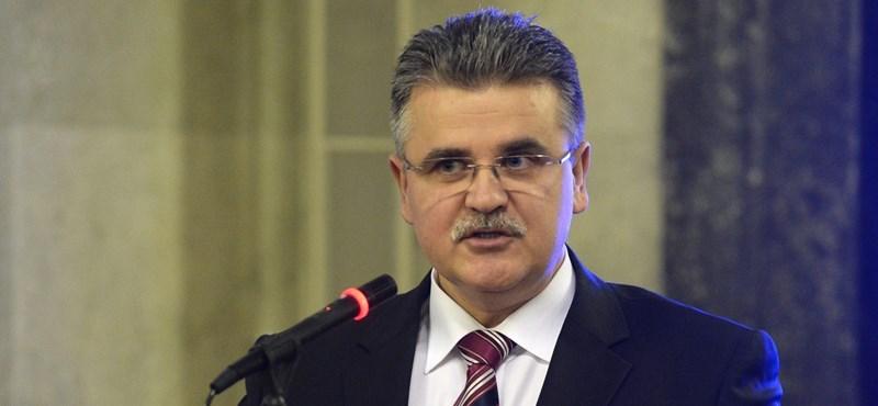 Simicskó leváltotta a kerítéses államtitkárt