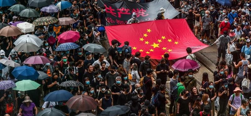 Nem zárja ki a hongkongi kormányzó a kínai csapatok behívását