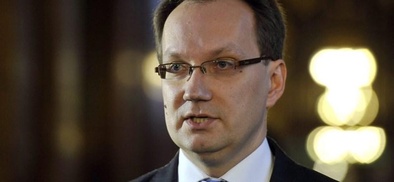 """Orbánnak passzolta át Kerényi """"buzilobbis"""" ügyét a Fidesz-szóvivő"""