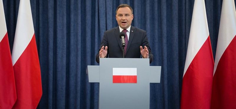 A lengyel elnök vétóz, és gyakorlatilag lekomcsizta Kaczynskiékat