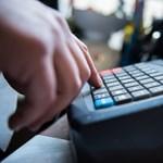Újabb szakmákban rendelhetik el az online kasszák használatát
