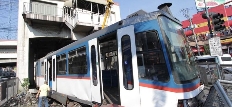 Kitört a metró az állomásból Manilában – fotók