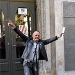 Felavatták a magyar migráns punk emléktábláját