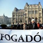 Újra a Kossuth téren tiltakozik a HAT a közoktatási törvény elfogadása ellen