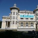 Zaklatással vádolja egy színésznő a kaposvári színházigazgatót