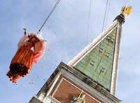 Angyalt reptettek a velencei karneválon - fotók