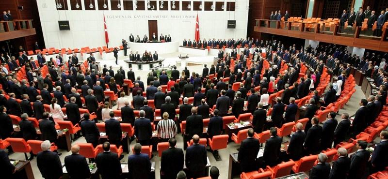 Nincs többé mentelmi joguk a török képviselőknek