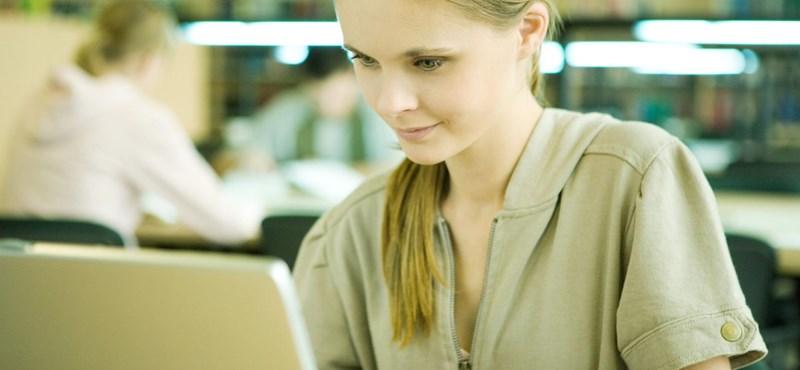 Tíz magyar cégből hét ad telefont vagy laptopot a dolgozóinak