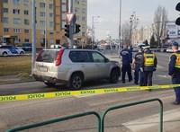 A rendőrség szerint a fegyveres szökevénnyel dulakodó sofőr akadályozta a munkájukat