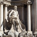 140 ezres bírsággal jár, mégis egyre több turista hűti le magát a római szökőkutakban