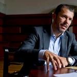 Giró-Szász: a kormány bármilyen konkrét kérdést hajlandó megvitatni Clintonnal