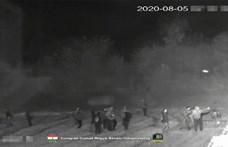 Létrával jött száz menekült a kerítéshez, volt, aki a rendőröket provokálta – videó