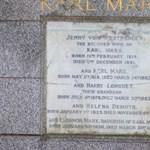 Kalapáccsal estek neki Karl Marx síremlékének