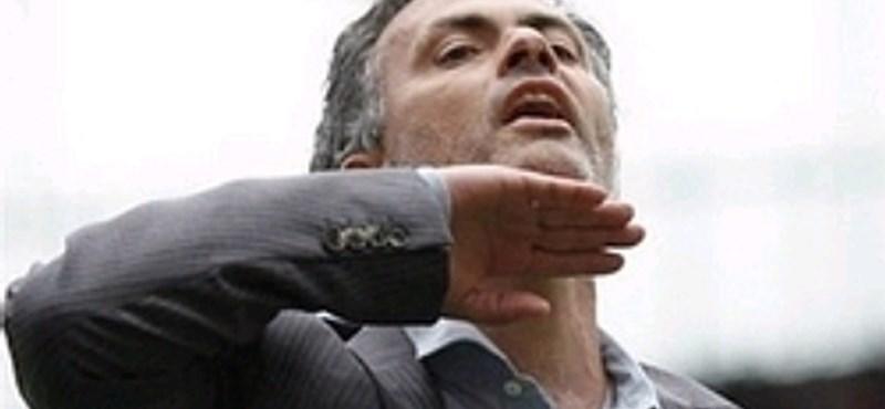 Mourinho autóját megtámadták Barcelonában