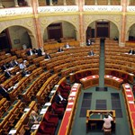Egyelőre nem fűtik zöld energiával az Országházat