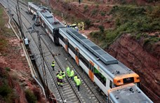 Földcsuszamlás miatt kisiklott egy vonat Barcelona közelében