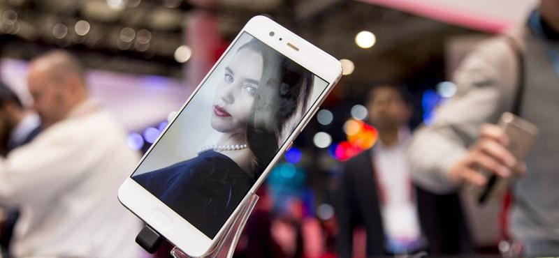 """Unalmasan jó a Huawei P10, a mobilok új """"népautója"""""""