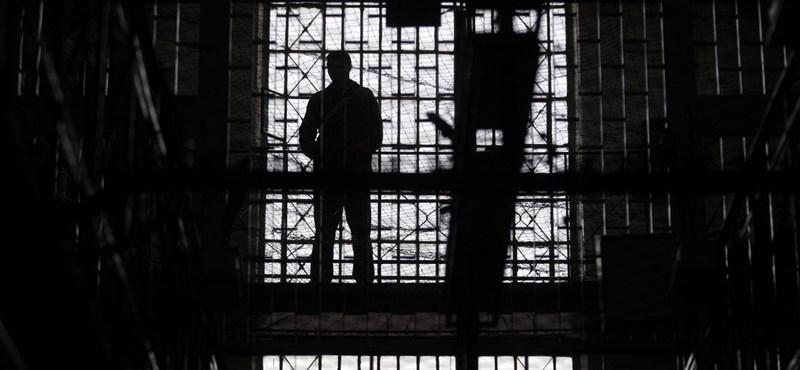 Kilenc év börtönt kapott a tanár, aki Londonba szöktette volna egy tanítványát
