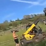 Targoncával rakta odébb a farmja bejáratába parkoló autót a dühös walesi gazda