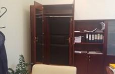 Egy szekrény mögé rejtett átjárót találtak a IX. kerületi polgármesteri hivatalban