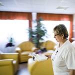 Egyenruhát adnának az ápolókra
