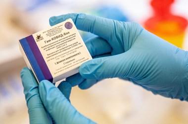 Félmillió Szputnyik V vakcinát rendelt egy francia régió