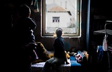 Tudatosan veszi el a kedvét a szegényeknek a gyerekvállalástól a kormány
