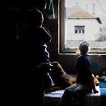 Tudatosan veszi el a szegények kedvét a gyerekvállalástól a kormány
