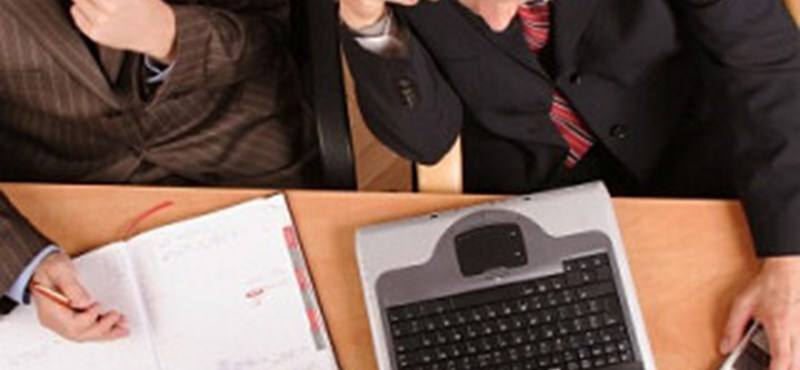 Mindenkinek joga van munkahelyen Facebookot használni?