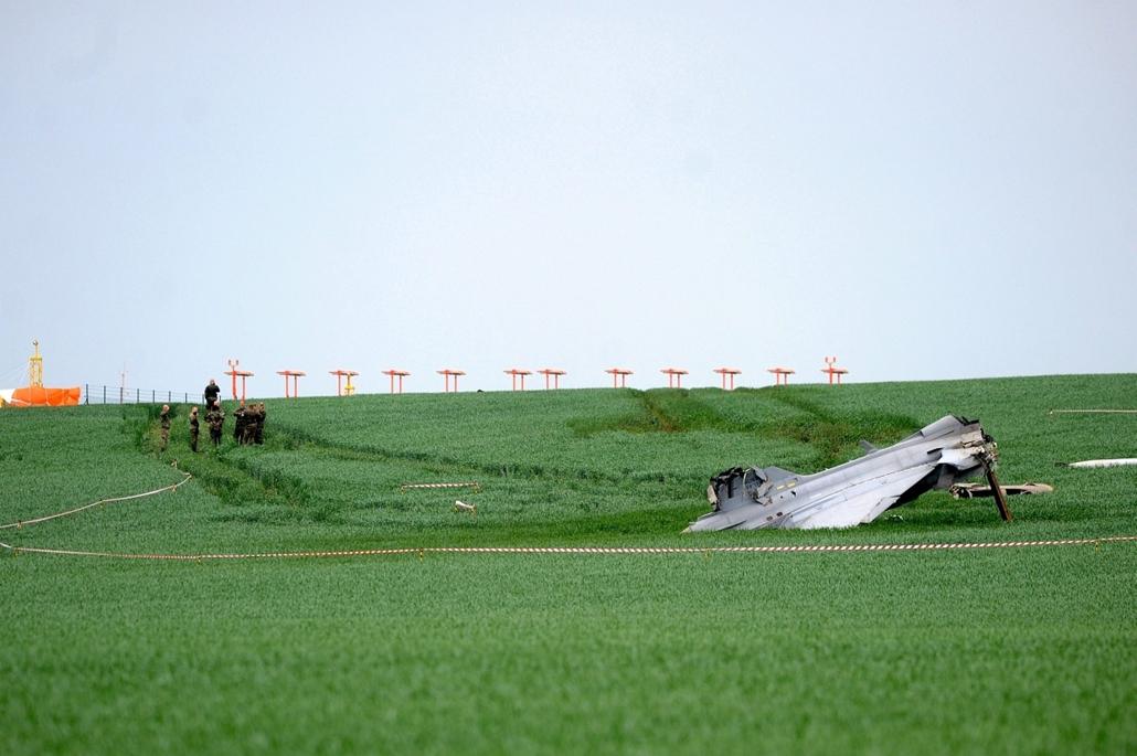 AP_! - júni.2-ig_! - mti.15.05.19. - Caslav, Csehország: túlfutott Gripen vadászgép - '' lezuhant '' Gripen
