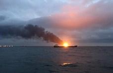 Teherhajók gyulladtak ki a Kercsi-szorosnál, halottak is vannak